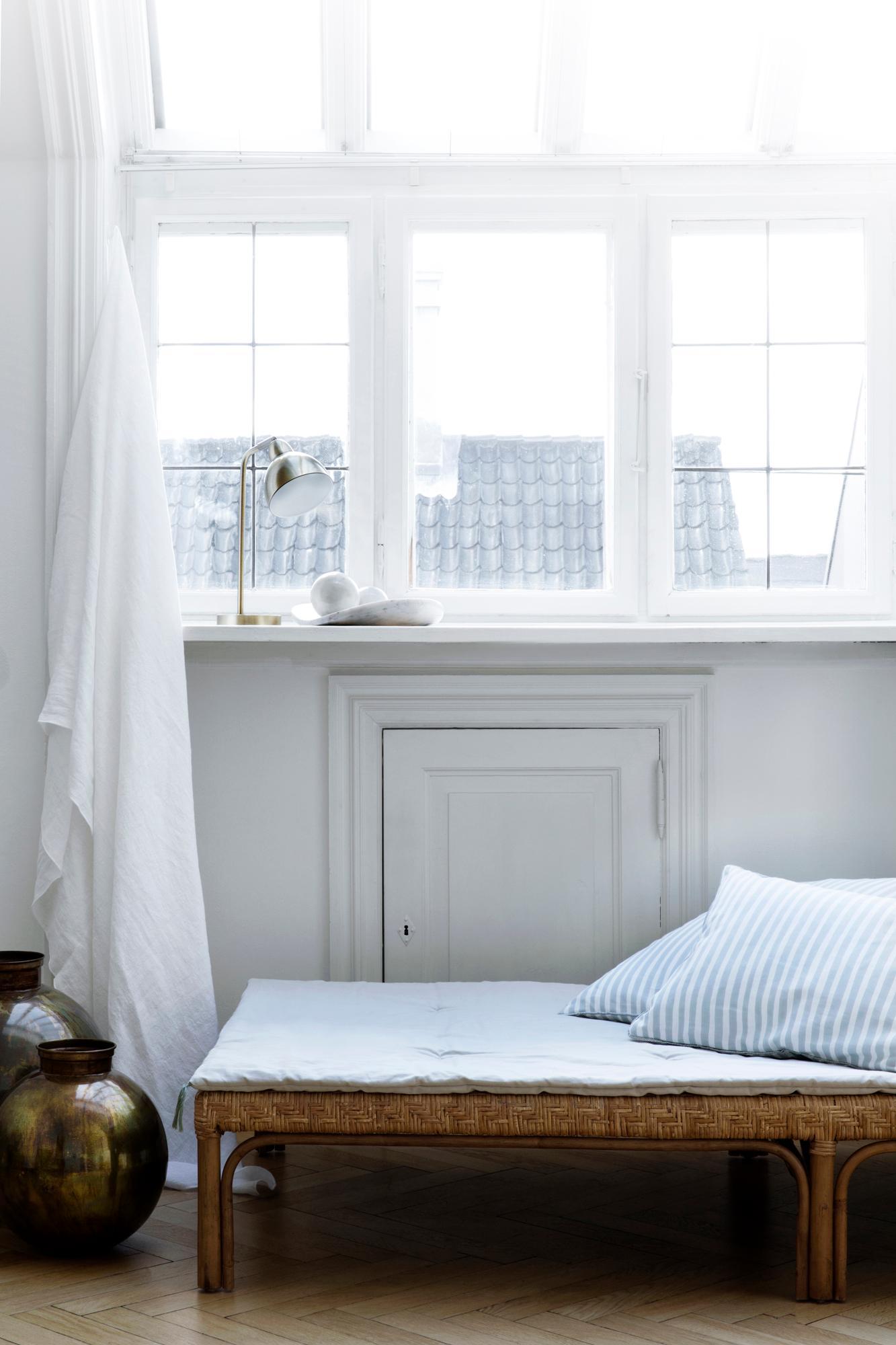 Full Size of Gardine Wohnzimmer Liege Klebefolie Für Fenster Vorhänge Stehlampe Stehlampen Sichtschutzfolien Deckenlampen Pendelleuchte Deckenlampe Tischlampe Gardinen Wohnzimmer Liegestuhl Für Wohnzimmer