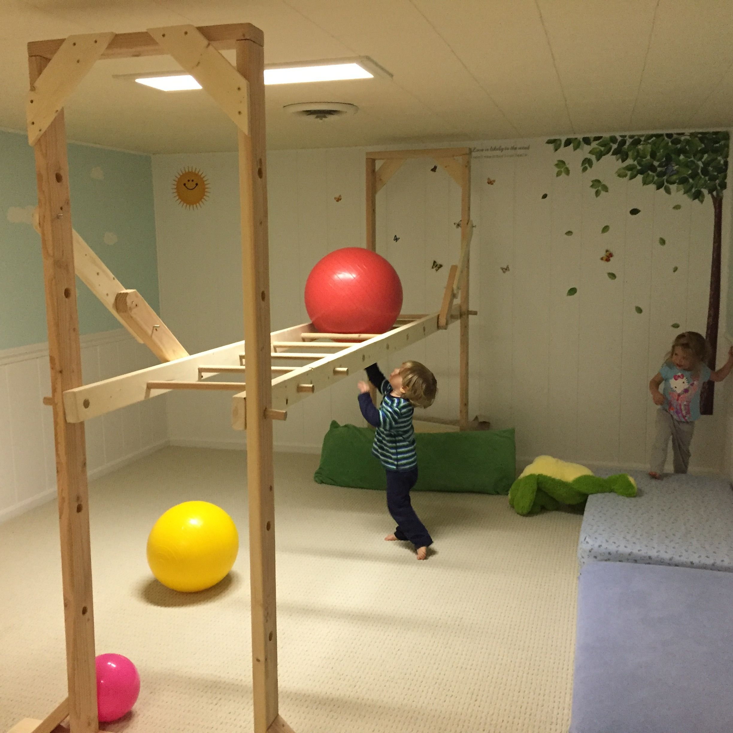 Full Size of Klettergerüst Indoor Diy Basement Monkey Bars Just In Time To Keep The Kids Active This Garten Wohnzimmer Klettergerüst Indoor Diy