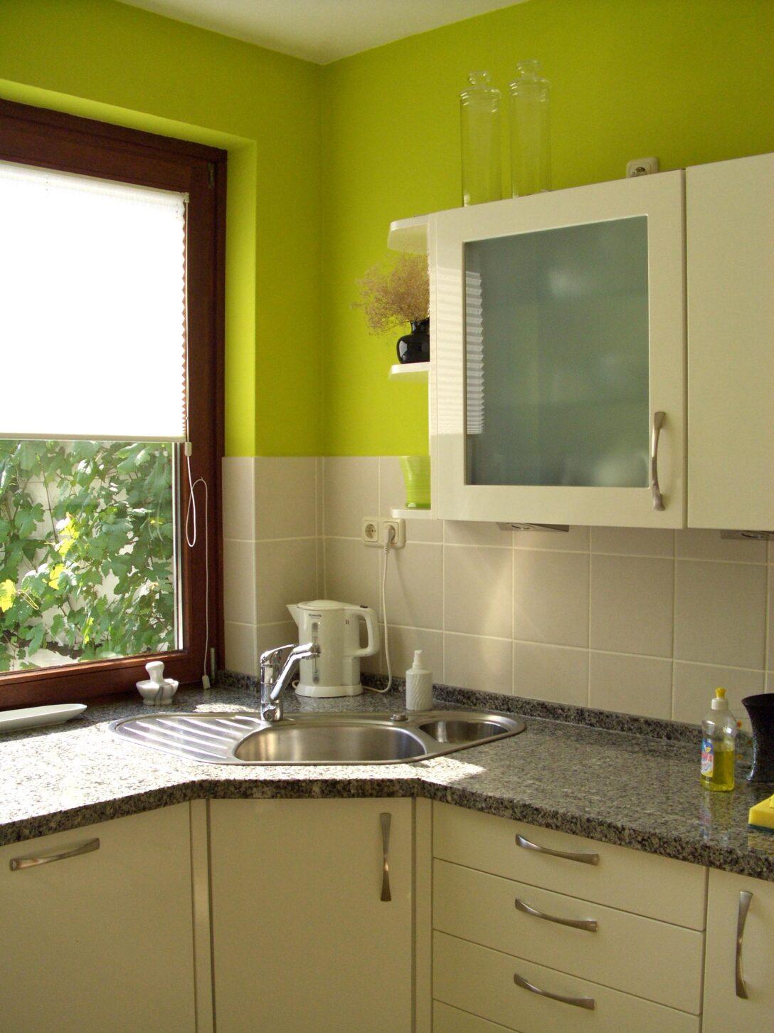 Large Size of Farbe In Der Kche So Wirds Wohnlich Einbauküche Mit Elektrogeräten Hochschrank Küche Gebraucht Pendelleuchten Bank Salamander Fliesenspiegel Glas Gebrauchte Wohnzimmer Weiße Küche Wandfarbe