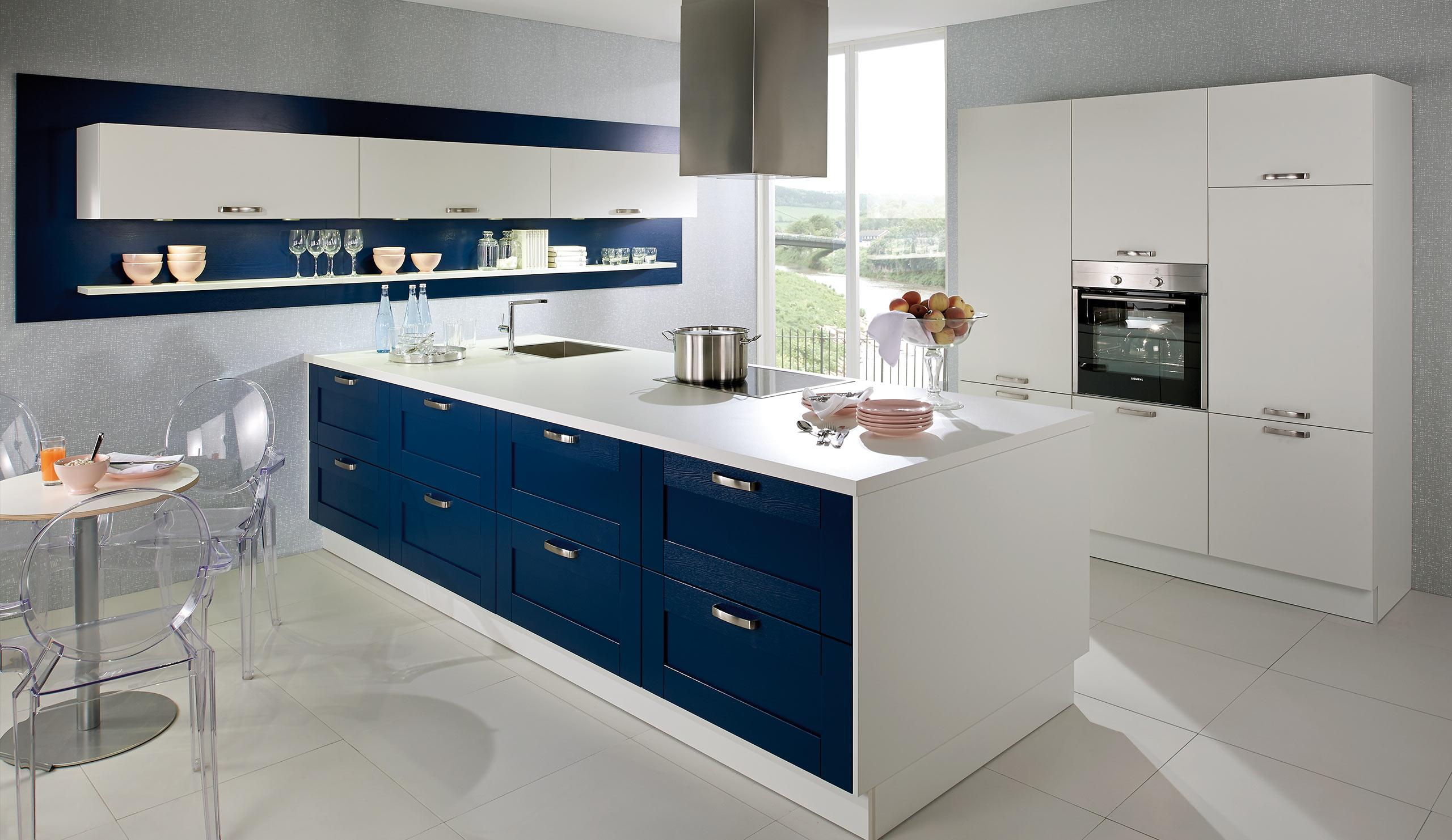 Full Size of Landhaus Einbaukche Classica 0100 Weiss 6610 Samtblau Kchenquelle Hängeregal Küche Wohnzimmer Hängeregal Kücheninsel