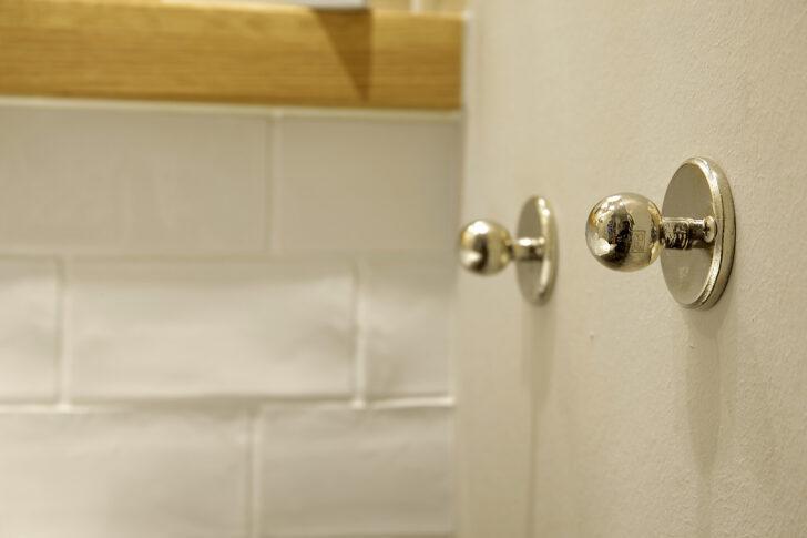 Einen Praktischen Handtuchhalter Finden Sie So Regal Für Dachschräge Küche L Form Gardine Deckenleuchten Ausstellungsküche Wandtatoo Laminat Moderne Wohnzimmer Handtuchhalter Für Küche