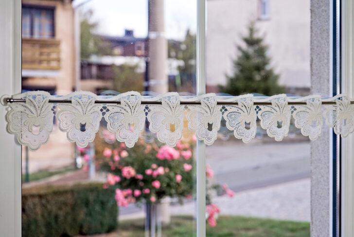 Medium Size of Scheibengardine Landhaus Baumwolle Plauener Spitze Online Gnstig Schlafzimmer Landhausstil Sofa Boxspring Bett Regal Wohnzimmer Esstisch Bad Weiß Küche Wohnzimmer Scheibengardinen Landhausstil