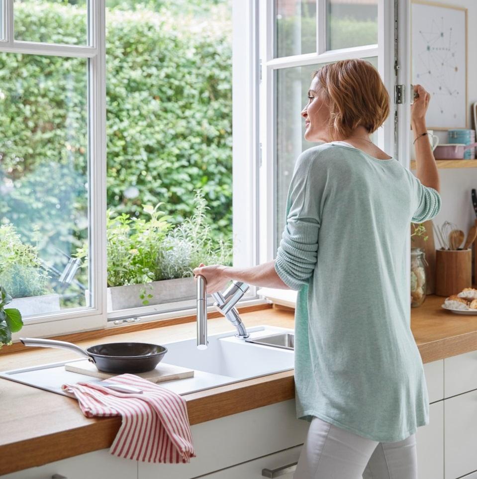 Full Size of Vorfensterarmaturen Von Blanco Versenkbar Küche Weiß Matt Einbruchschutz Fenster Folie Aco Ikea Kosten Weru Insektenschutz Ohne Bohren Einbauküche Weiss Wohnzimmer Küche Fenster