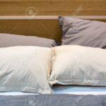 Rückwand Bett Holz Wohnzimmer Rückwand Bett Holz Weie Und Graue Kissen Auf Einem Mit Kopfteil Aus Betten 160x200 Nischenrückwand Küche Fliesen In Holzoptik Bad 180x200 Schwarz Einfaches