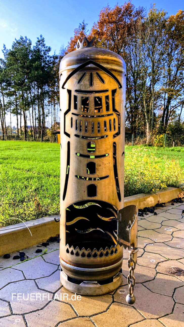 Medium Size of Feuerstelle Leuchtturm Mit Kompin 2020 Bildern Sichtschutz Garten Holz Liegestuhl Skulpturen Spielgerät Spielhaus Kunststoff Klettergerüst Gerätehaus Wohnzimmer Feuerstelle Garten Eckig