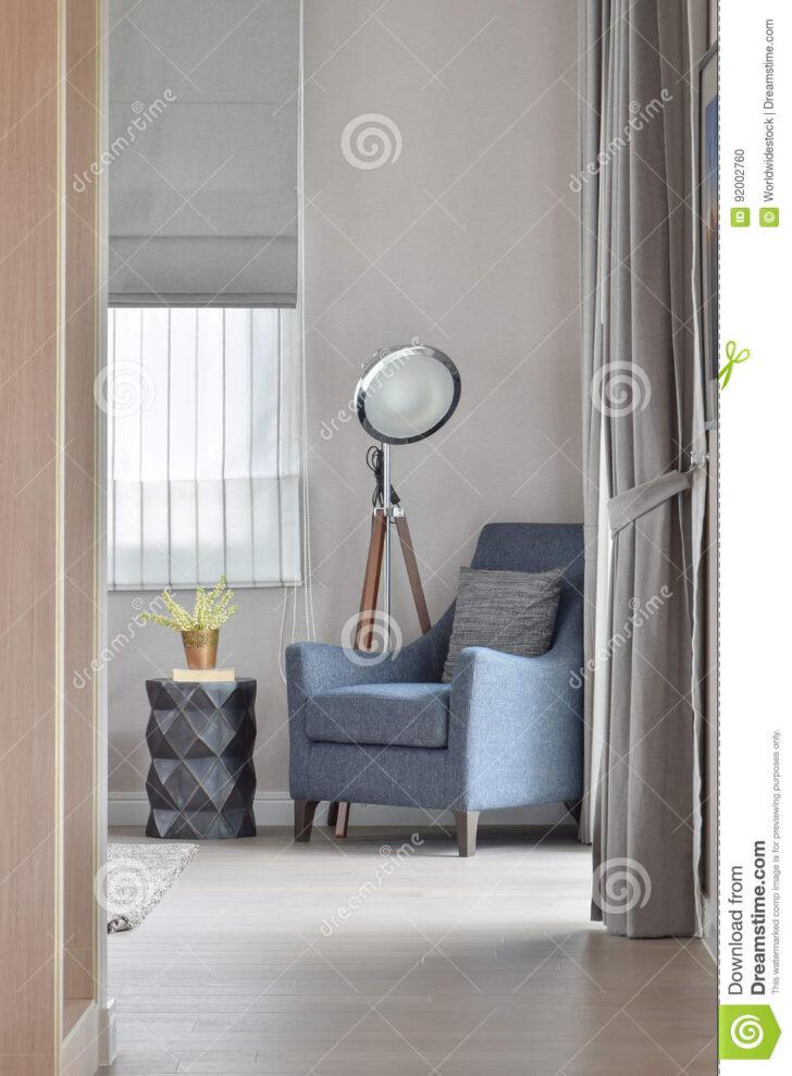 Medium Size of Wohnzimmer Lampe Stehend Holz Led Ikea Klein Tiefer Blauer Lehnsessel Mit Stilvoller In Bad Lampen Schlafzimmer Landhausstil Vorhänge Stehlampen Gardine Board Wohnzimmer Wohnzimmer Lampe Stehend