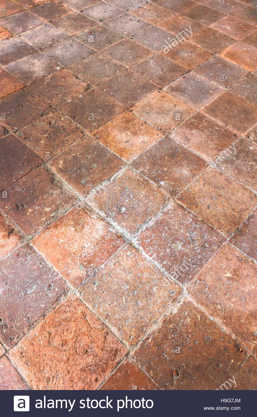 Full Size of Terrakotta Boden Mit Alten Fliesen Innerhalb Eines Italienischen Bodenfliesen Küche Bad Wohnzimmer Italienische Bodenfliesen
