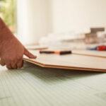Sockelleisten Anbringen Anleitung In 6 Schritten Obi Küche Günstig Mit Elektrogeräten Ebay Einbauküche Sitzecke Oberschrank Lüftung Freistehende Eiche Wohnzimmer Sockelblende Küche Obi