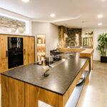 Küche Essplatz Wohnzimmer Einbauküche Mit E Geräten Apothekerschrank Küche Led Beleuchtung Hängeschrank Glastüren Weiß Hochglanz Handtuchhalter Günstig Ohne Kühlschrank
