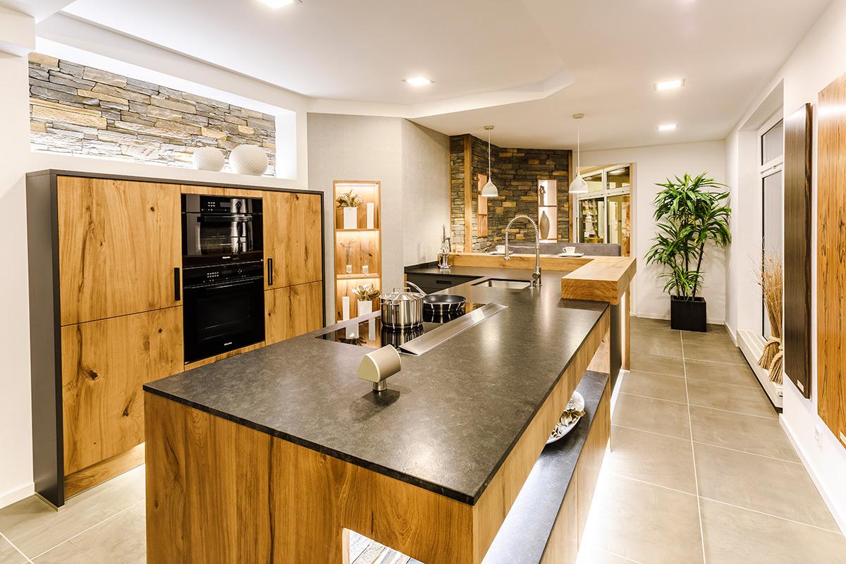 Full Size of Einbauküche Mit E Geräten Apothekerschrank Küche Led Beleuchtung Hängeschrank Glastüren Weiß Hochglanz Handtuchhalter Günstig Ohne Kühlschrank Wohnzimmer Küche Essplatz
