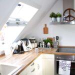 Kche Dachgeschoss Dachschrge Einrichten Design Dots Einbau Mülleimer Küche L Form Vorratsschrank Müllschrank Beistellregal Schnittschutzhandschuhe Sitzecke Wohnzimmer Küche Dachgeschoss