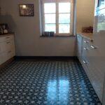 Küche Boden Zementfliesen In Der Kche 2020 Mosico Scheibengardinen Wasserhahn Wandanschluss U Form Hängeschrank Höhe Weiße Wandtattoos Ikea Miniküche L Wohnzimmer Küche Boden