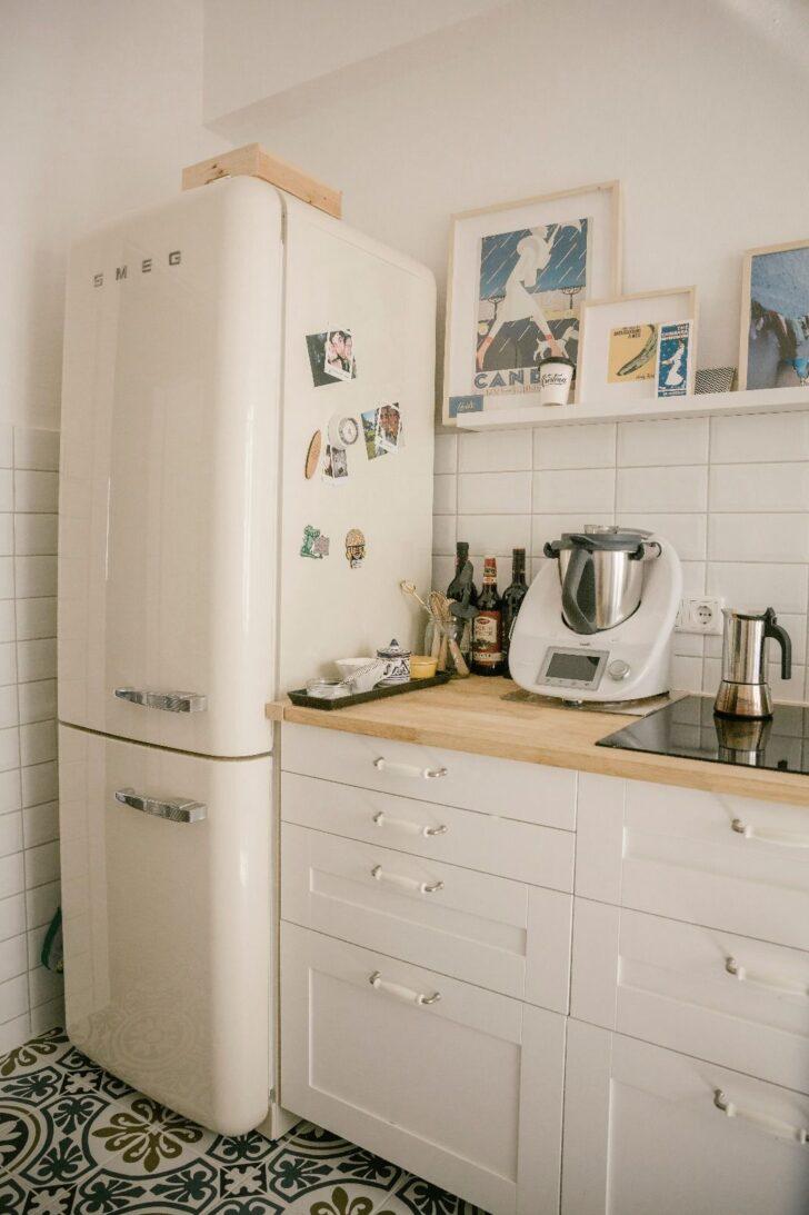 Medium Size of Pinnwand Modern Küche Dieser Tolle Groe Smeg Khlschrank Steht In Einer Super Sen Unterschrank Wasserhahn Gardinen Für Nolte Deckenlampe Singleküche Wohnzimmer Pinnwand Modern Küche