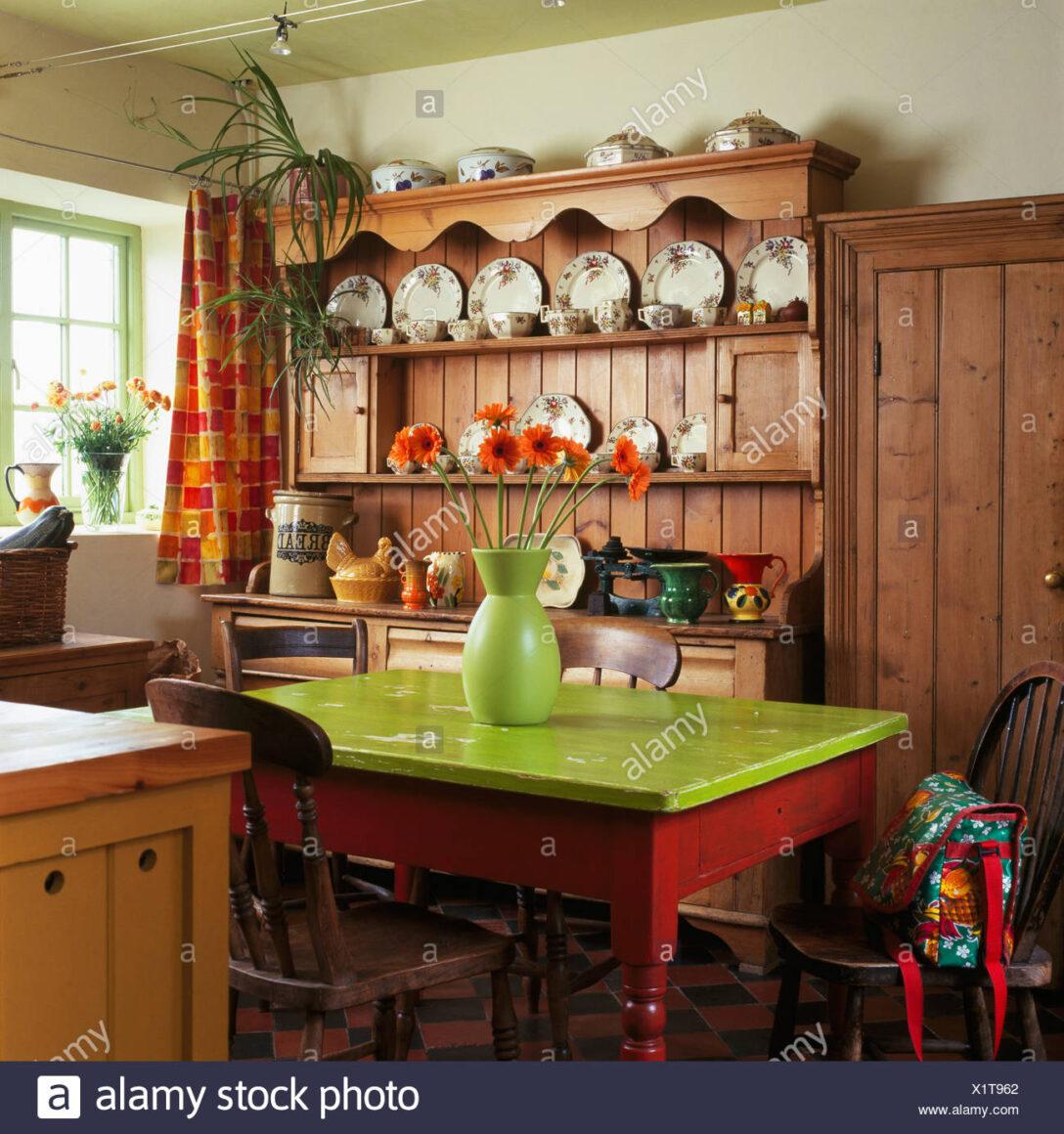 Large Size of Tisch Mit Lime Grn Lackierten Tischplatte Im Cottage Kche Einbauküche Nobilia Bad Kommode Weiß Hochglanz Lüftung Küche L Kochinsel Industrie Vollholzküche Wohnzimmer Kommode Küche