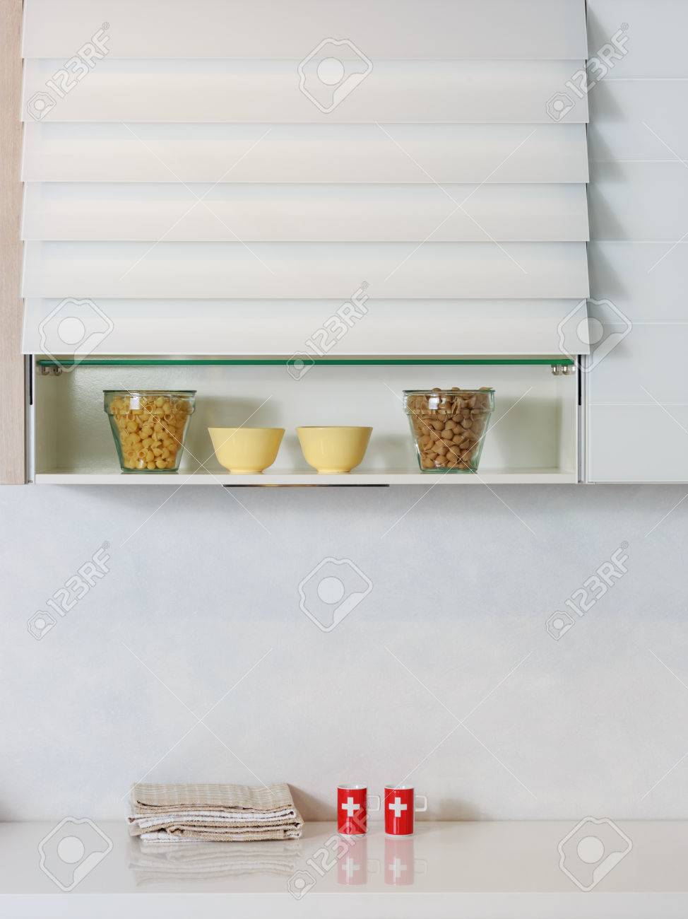 Full Size of Regal Küche Arbeitsplatte Lebensmittelzutaten Auf Einem Kche Büroküche Holzregal Hochglanz Grau L Form Aus Weinkisten Wandfliesen Eckschrank Wasserhähne Wohnzimmer Regal Küche Arbeitsplatte