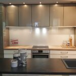 Freistehende Küchen Musterkchen Moderne Kche Mit Freistehender Inselzeile Modell Küche Regal Wohnzimmer Freistehende Küchen