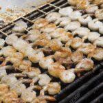 Amerikanische Outdoor Küchen Ein Groer Grill Ist Mit Reifen Garnelenreihen Regal Amerikanisches Bett Betten Küche Kaufen Wohnzimmer Amerikanische Outdoor Küchen