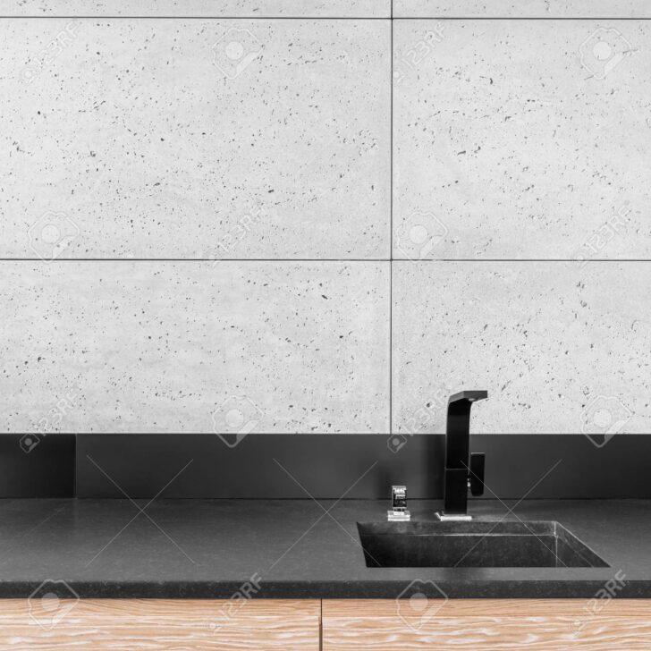 Küche Wandfliesen Kche Mit Grauen Wasserhahn Wandanschluss Arbeitsplatten L E Geräten Weiße Ausstellungsstück Gebrauchte Verkaufen Landküche Türkis Wohnzimmer Küche Wandfliesen