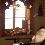 Dekorative Mdf Lambrequin Auf Fenster In Einer Wirtschaft Im Wohnzimmer Sessel Vinylboden Wandtattoos Rollo Moderne Deckenleuchte Tisch Teppiche Stehlampe Wohnzimmer Wohnzimmer Liegestuhl