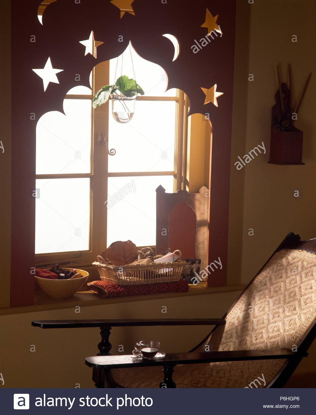 Full Size of Dekorative Mdf Lambrequin Auf Fenster In Einer Wirtschaft Im Wohnzimmer Sessel Vinylboden Wandtattoos Rollo Moderne Deckenleuchte Tisch Teppiche Stehlampe Wohnzimmer Wohnzimmer Liegestuhl