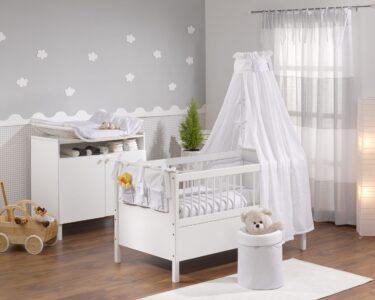 Wandgestaltung Kinderzimmer Jungen Wohnzimmer Wandgestaltung Kinderzimmer Jungen Junge Dekorieren Teppich Babyzimmer Komplett Regale Regal Sofa Weiß