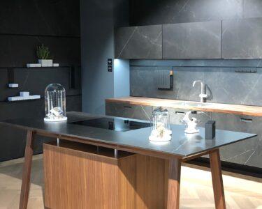 Freistehende Küchen Wohnzimmer Freistehende Küchen Kcheninsel Mal Anders Der Kochtisch Beherbergt Das Regal Küche
