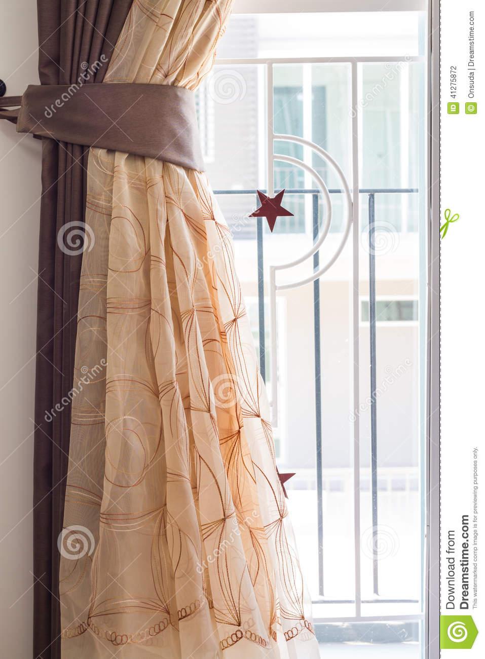 Full Size of Vorhang Und Gebogener Stahl Stockfoto Bild Von Wohnzimmer Bad Küche Wohnzimmer Vorhang Terrassentür