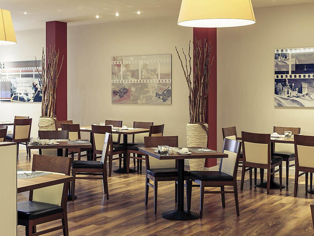 Full Size of Big Sofa Nadja Beige   Flachgewebe Im Kolonialstil Smart 4 Star Hotel Stuttgart Sindelfingen Messe Mercure Barock Beziehen Hocker Weiß Dreisitzer Rattan Rund Wohnzimmer Big Sofa Nadja