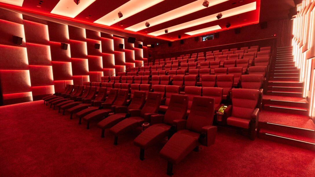 Large Size of Kino Mit Betten Astor Film Lounge Hier Treffen Und Luxus Aufeinander 180x200 L Sofa Schlaffunktion Massivholz Kinder Teenager Stauraum Badewanne Dusche Bett Wohnzimmer Kino Mit Betten