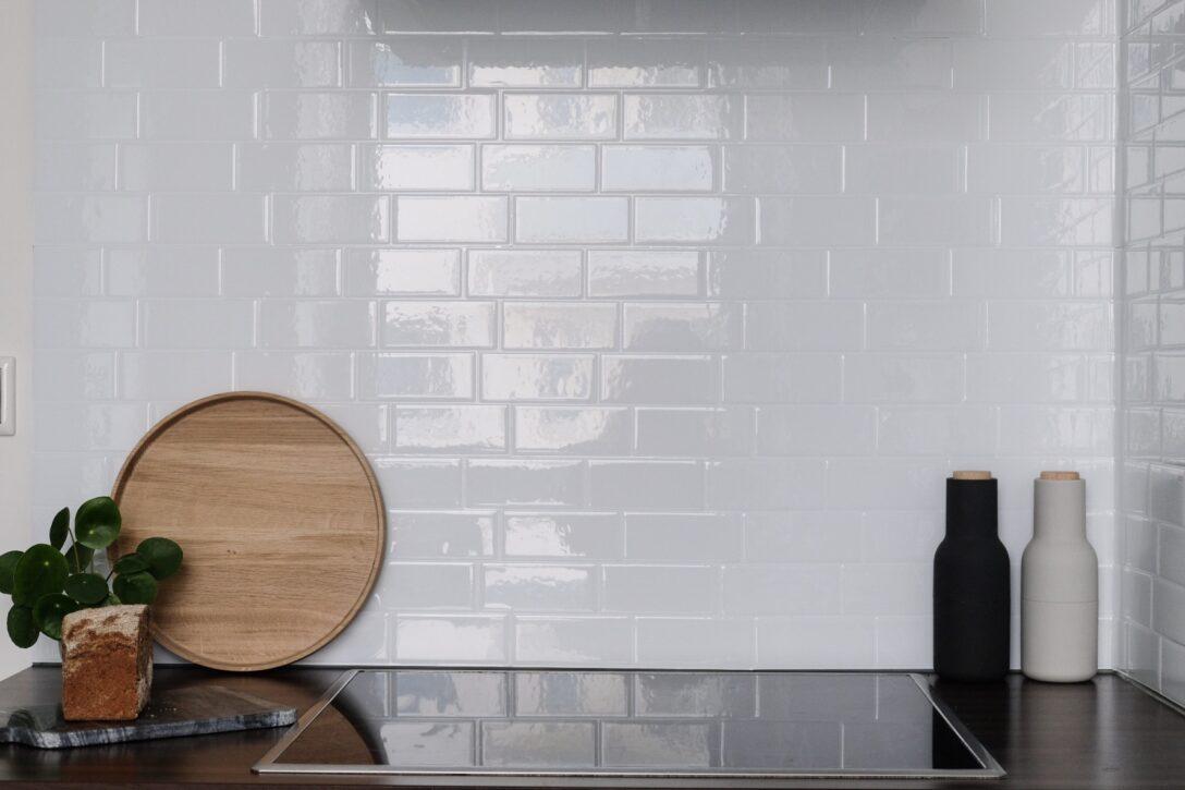Large Size of Küche Wandfliesen Geht Das Auch In Schn Meine Neuen Selbstklebenden Holzofen Einbauküche Ohne Kühlschrank Oberschrank Jalousieschrank Sitzbank Pendelleuchte Wohnzimmer Küche Wandfliesen