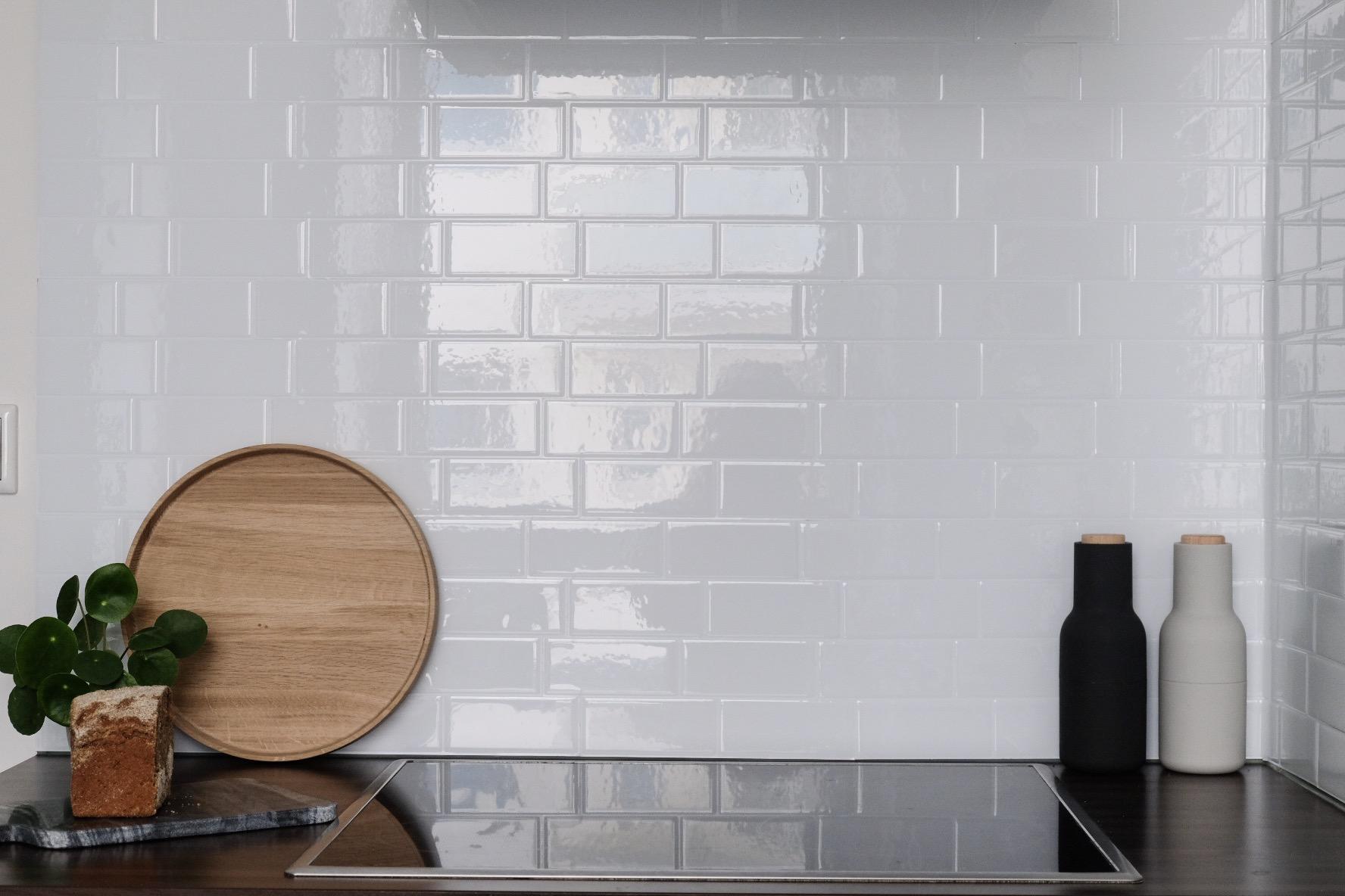 Full Size of Küche Wandfliesen Geht Das Auch In Schn Meine Neuen Selbstklebenden Holzofen Einbauküche Ohne Kühlschrank Oberschrank Jalousieschrank Sitzbank Pendelleuchte Wohnzimmer Küche Wandfliesen