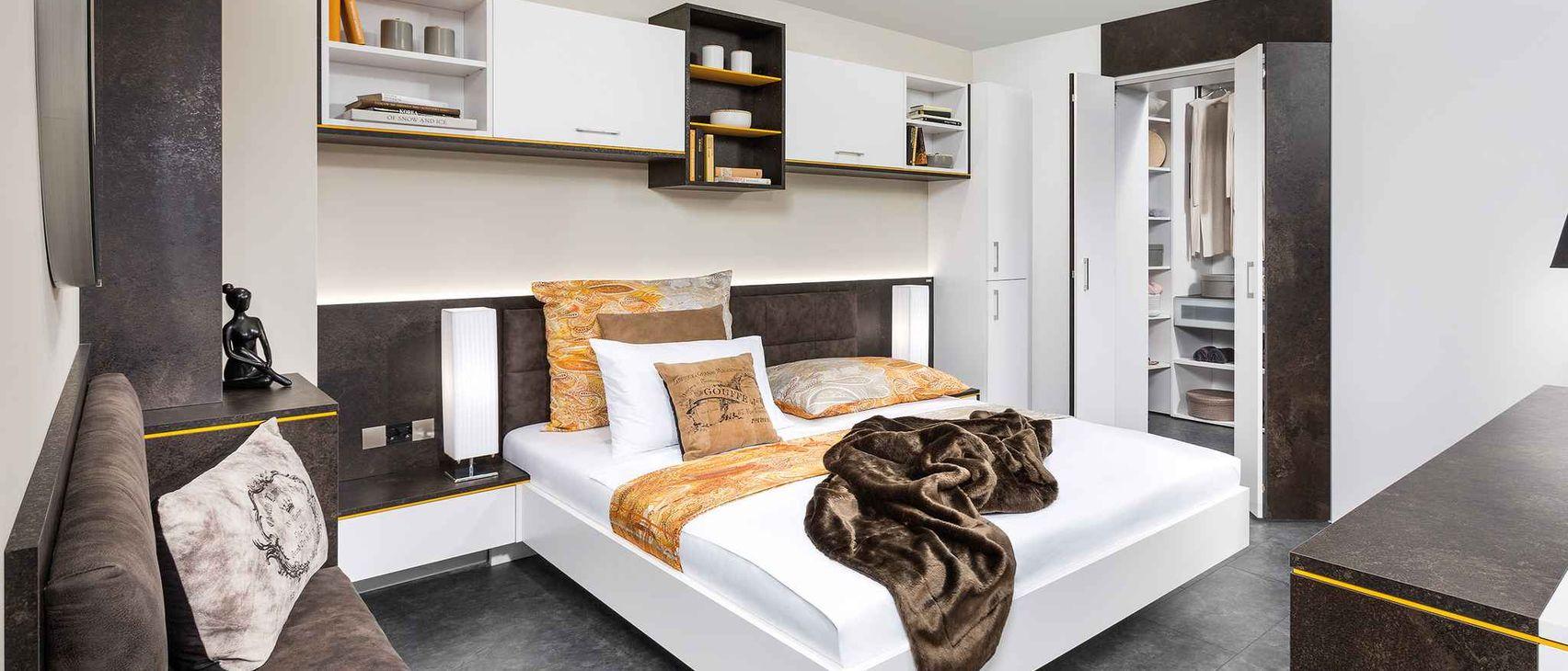 Full Size of Wandbilder Schlafzimmer Vorhänge Deckenleuchte Fototapete Set Mit Matratze Und Lattenrost Kronleuchter Schimmel Im Betten Weißes Weiß Komplett überbau Wohnzimmer Schlafzimmer überbau