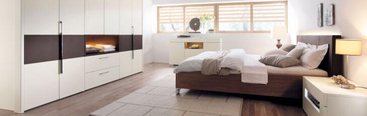 Medium Size of Elegante Hlsta Schlafzimmer Zum Wohlfhlen Bei Mbel Hffner Set Weiß Komplett Günstig Massivholz Landhaus Moderne Deckenleuchte Wohnzimmer Mit Lattenrost Und Wohnzimmer überbau Schlafzimmer Modern