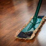 4 Gnstige Profi Tipps Zum Reinigen Von Holz Massivholzküche Holzküche Vollholzküche Wohnzimmer Holzküche Auffrischen