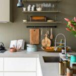 Regal Küche Arbeitsplatte Kche Wei Modern Schlicht Grifflos Grau Wandfarbe Grillplatte Arbeitstisch Kernbuche Mischbatterie Hängeschrank Vorratsschrank Wohnzimmer Regal Küche Arbeitsplatte