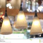 Warmen Beleuchtung Im Caf Stockfoto Sofa Wohnzimmer Für Duschen Landhausküche Bett Esstische Fürs 180x200 Wohnzimmer Moderne Deckenlampen