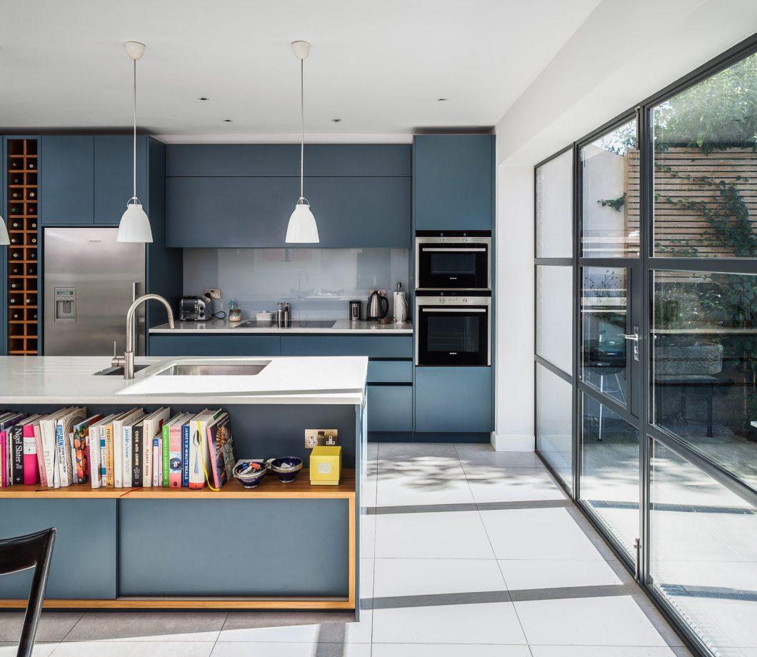 Full Size of Einfach Mal Blau Machen In Der Kche Kchendesignmagazin Holzküche Massivholzküche Vollholzküche Wohnzimmer Holzküche Auffrischen