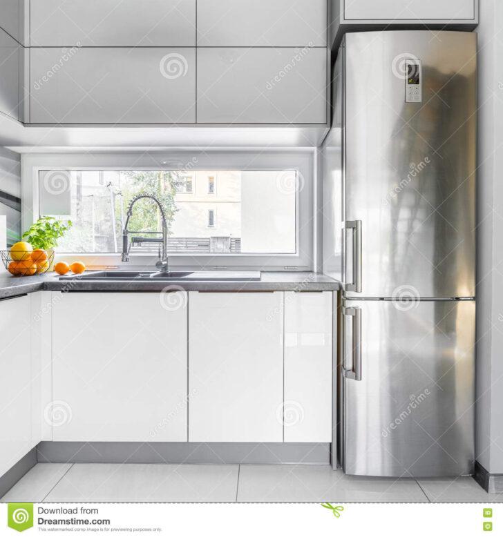 Medium Size of Weisse Landhausküche Weie Landhauskche Mit Fenster Stockbild Bild Von Hoch Grau Weisses Bett Weiß Gebraucht Wohnzimmer Weisse Landhausküche