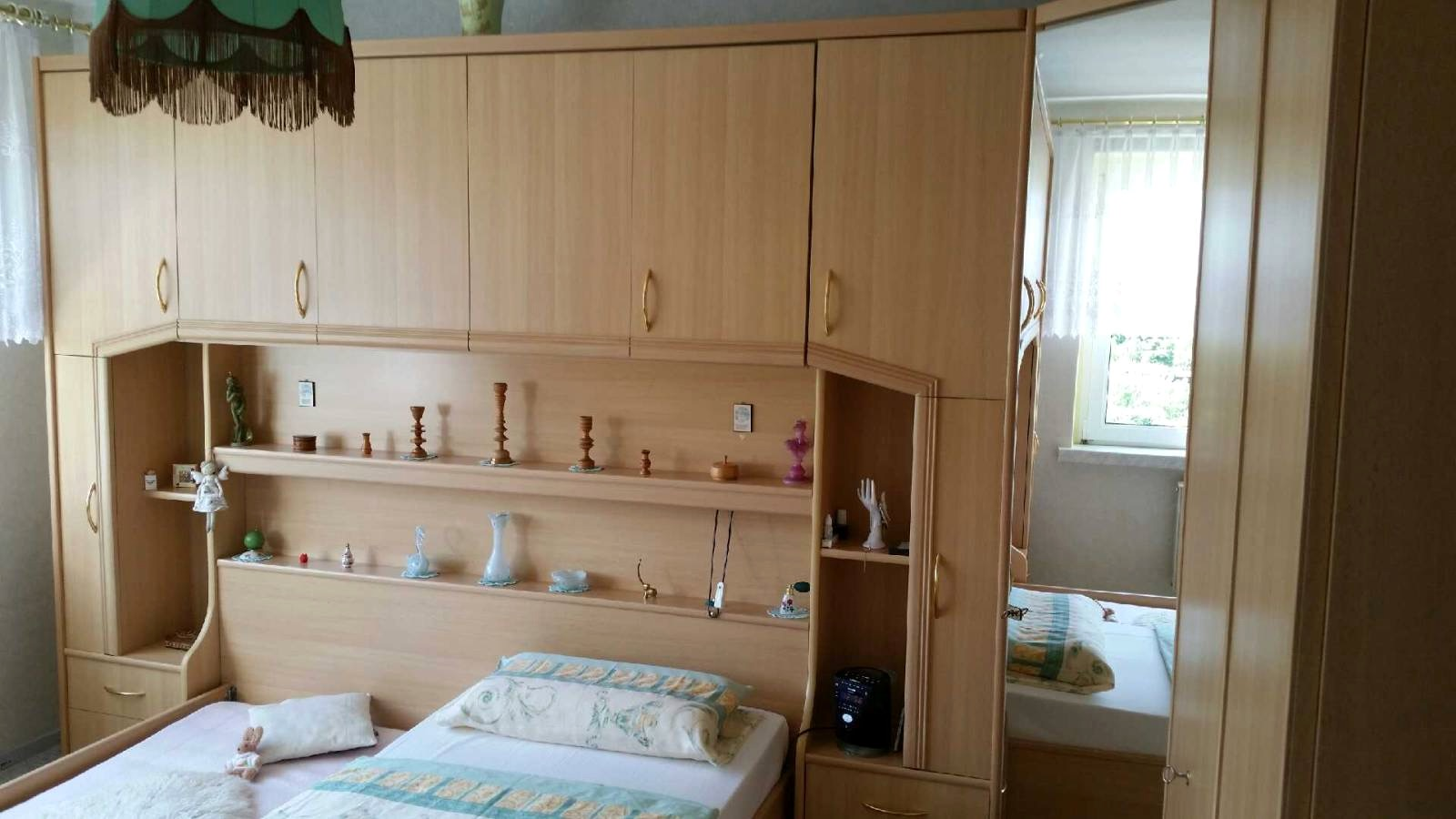 Full Size of Schlafzimmer Mit Berbau Komplett Mbelum Deko Deckenlampe Küche Holz Modern Betten Moderne Duschen Modernes Bett Lampe Gardinen Für Kommoden Wandbilder Wohnzimmer überbau Schlafzimmer Modern