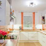 Küche U-form Wohnzimmer U Form Kche Klassische Kchenform Mit Modernem Stil Schrankküche Inselküche Abfalleimer Küche Singleküche Kühlschrank Sideboard Doppelblock Aluminium