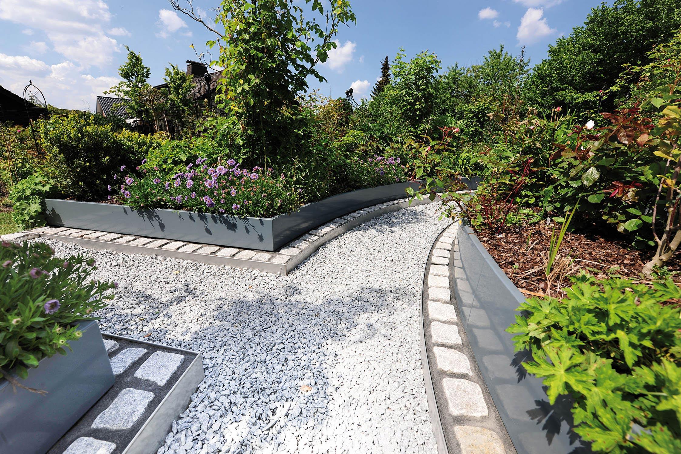 Full Size of Privates Rosen Labyrinth Mit Auf Ma Gefertigten Hochbeeten Edelstahl Garten Hochbeet Outdoor Küche Edelstahlküche Gebraucht Wohnzimmer Hochbeet Edelstahl