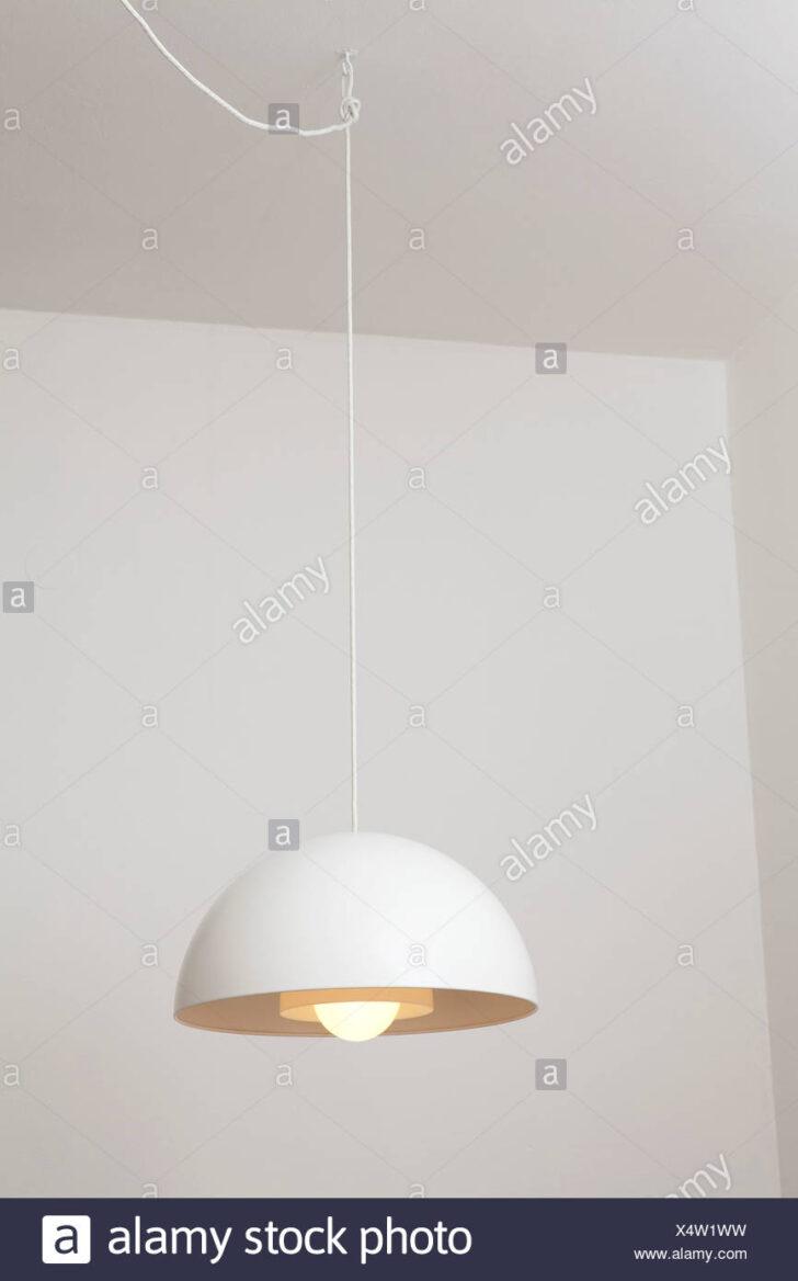Medium Size of Lampen Wohnzimmer Decke Ikea Moderne Weie Lampe Von Stockfoto Tapeten Ideen Tagesdecke Bett Deckenleuchte Im Bad Deckenlampen Tisch Led Deckenstrahler Komplett Wohnzimmer Lampen Wohnzimmer Decke Ikea