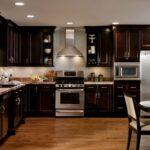 Holzküche Mit Holzboden Faszinierend Dunklem Holz Kche Fr Ausreichend Groe Zimmer Küche Geräten Bett Rückenlehne Schlafzimmer Komplett Lattenrost Und Wohnzimmer Holzküche Mit Holzboden