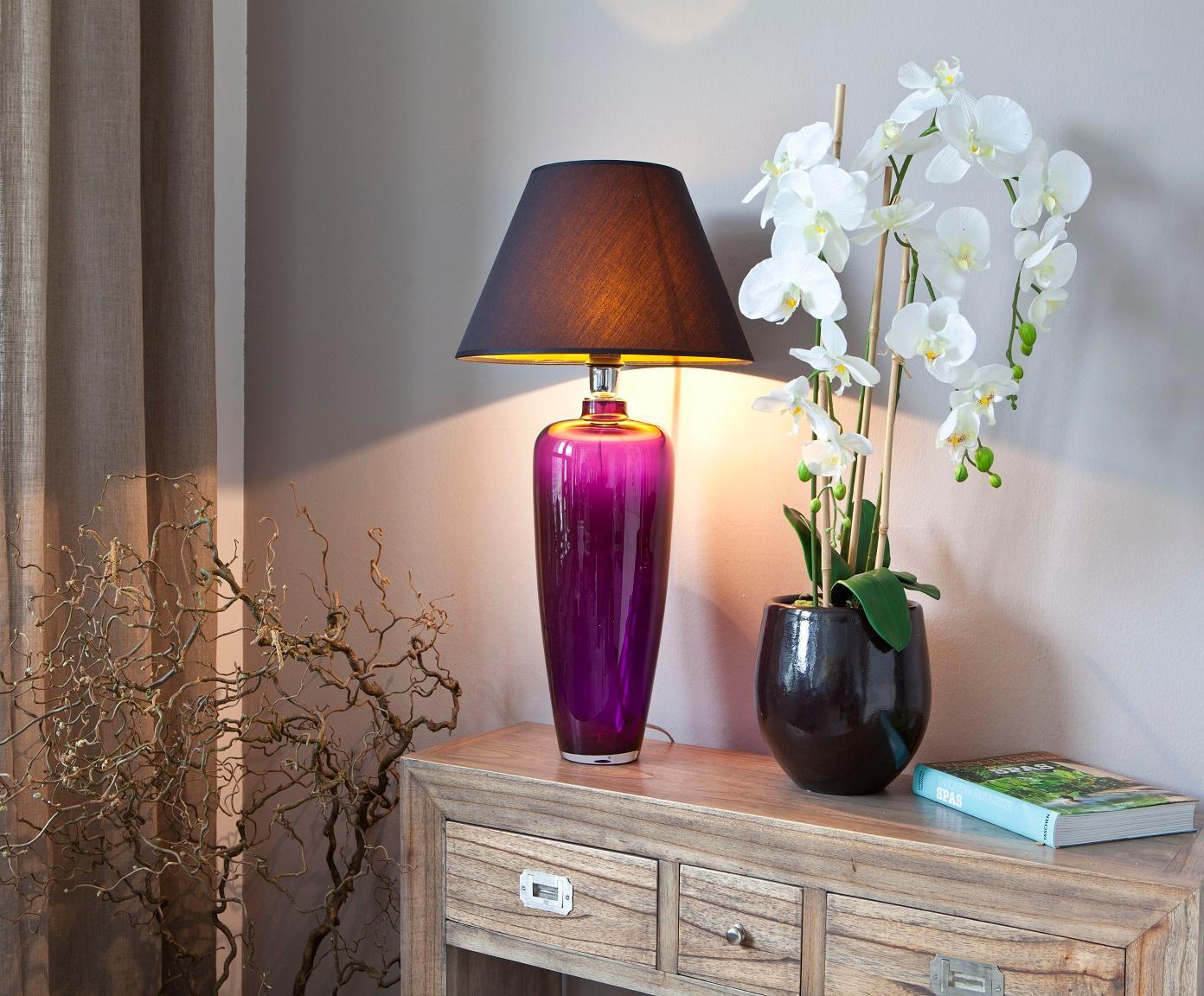 Full Size of Wohnzimmer Tischlampe Modern Lampe Ikea Led Ebay Designer Tischlampen Holz Glaslampe In Strahlendem Violett Als Eyecatcher Woh Großes Bild Hängeschrank Wohnzimmer Wohnzimmer Tischlampe
