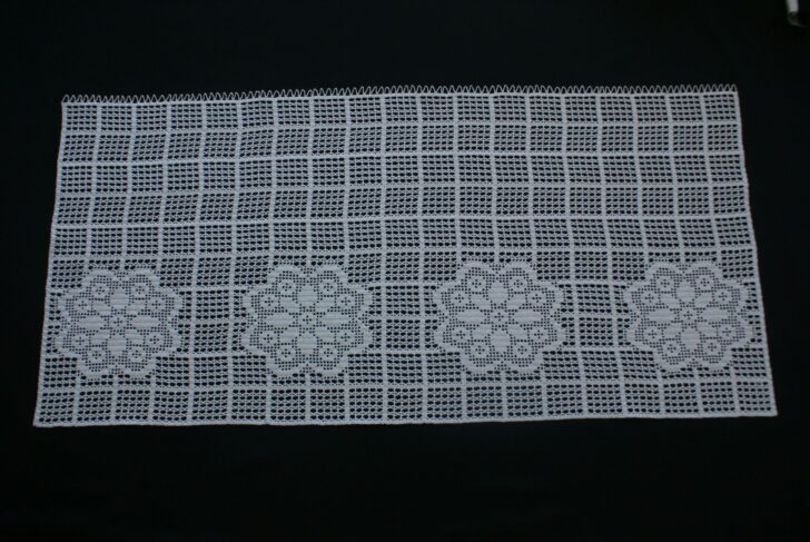 Medium Size of Häkelmuster Gardine Crocheted Disc With Flowers Gardinen Kche Fr Wohnzimmer Küche Für Schlafzimmer Scheibengardinen Die Fenster Wohnzimmer Häkelmuster Gardine