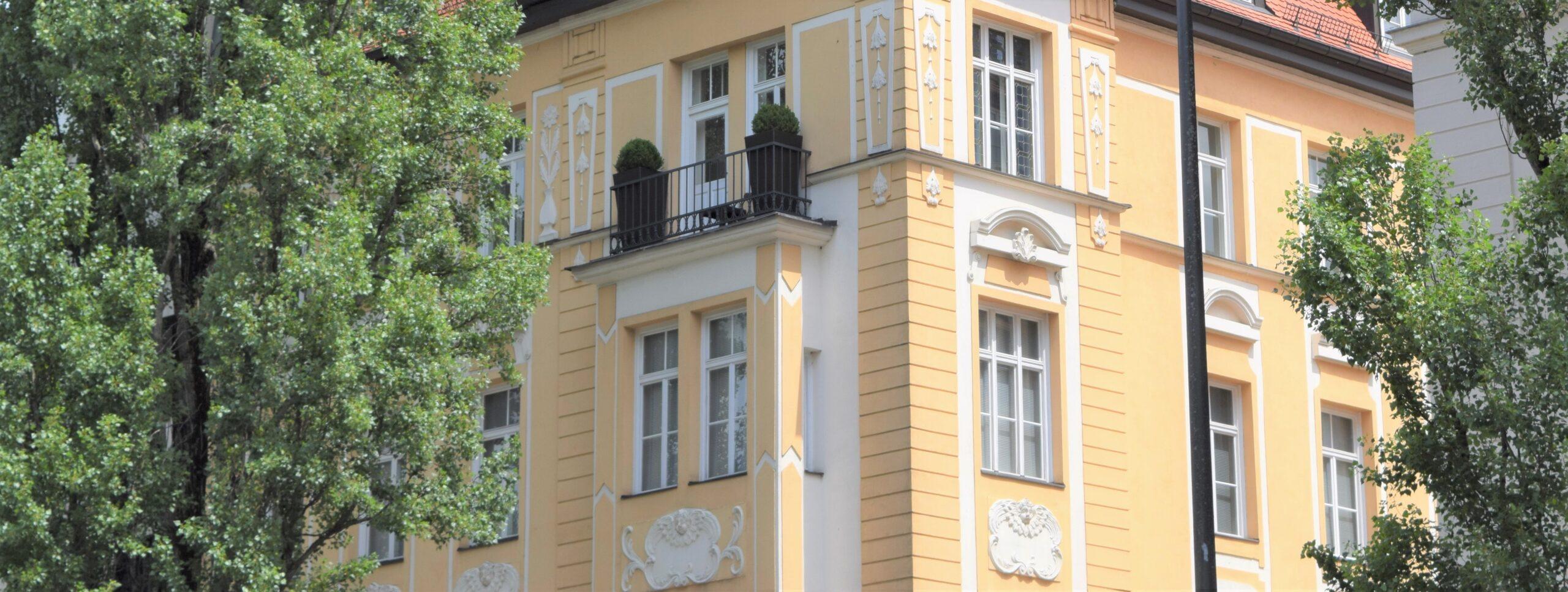 Full Size of Bodentiefe Fenster Geteilt Verkufe Immobilien Jutta Stahl Drescher Günstig Kaufen Sicherheitsbeschläge Nachrüsten Fliegennetz Preisvergleich Braun Wohnzimmer Bodentiefe Fenster Geteilt