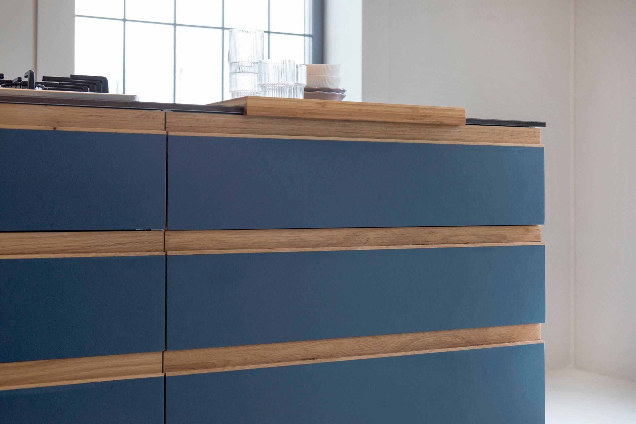 Full Size of Design Blue St Linoleum Auf Multiplemit Griffleisten Aus Eiche Küche Aufbewahrung Mit Elektrogeräten Günstig Magnettafel Led Beleuchtung Hängeschränke Wohnzimmer Ikea Küche Massivholz