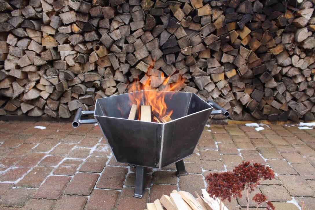 Large Size of Feuerstelle Garten Eckig Metallkunst Sechseckige Feuerschale Feuerkorb Led Spot Kugelleuchte Spielgeräte Loungemöbel Holz Schallschutz Spaten Für Den Wohnzimmer Feuerstelle Garten Eckig