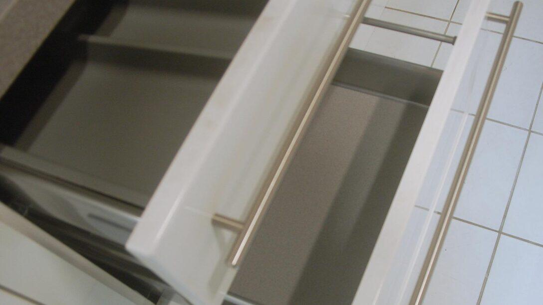Large Size of Küche Hochglanz Winkel Schwingtür Singelküche Industrie Essplatz Auf Raten Blende Spüle Wasserhahn Wandanschluss Fliesenspiegel Glas Holz Weiß Wohnzimmer Hochglanz Küche Reinigen Dm