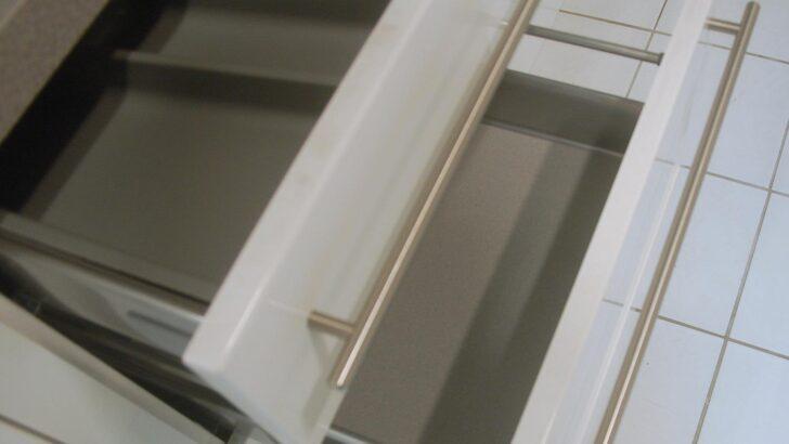 Medium Size of Küche Hochglanz Winkel Schwingtür Singelküche Industrie Essplatz Auf Raten Blende Spüle Wasserhahn Wandanschluss Fliesenspiegel Glas Holz Weiß Wohnzimmer Hochglanz Küche Reinigen Dm